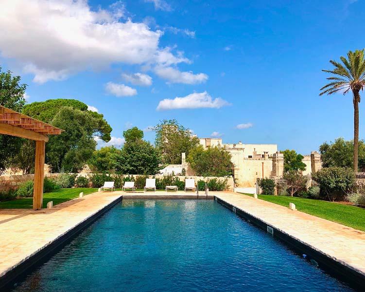 Giardino con piscina antica masseria Ostuni #9