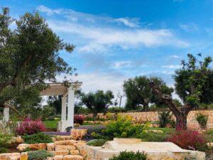 Giardino mediterraneo con piscina e ulivi villa Cisternino #10